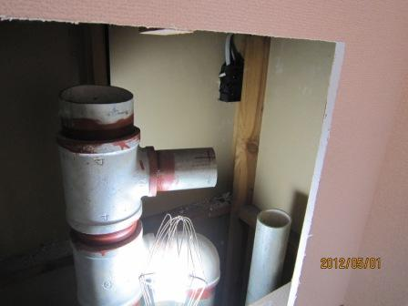 汚水立管と雑排水立管の最頂部.JPG